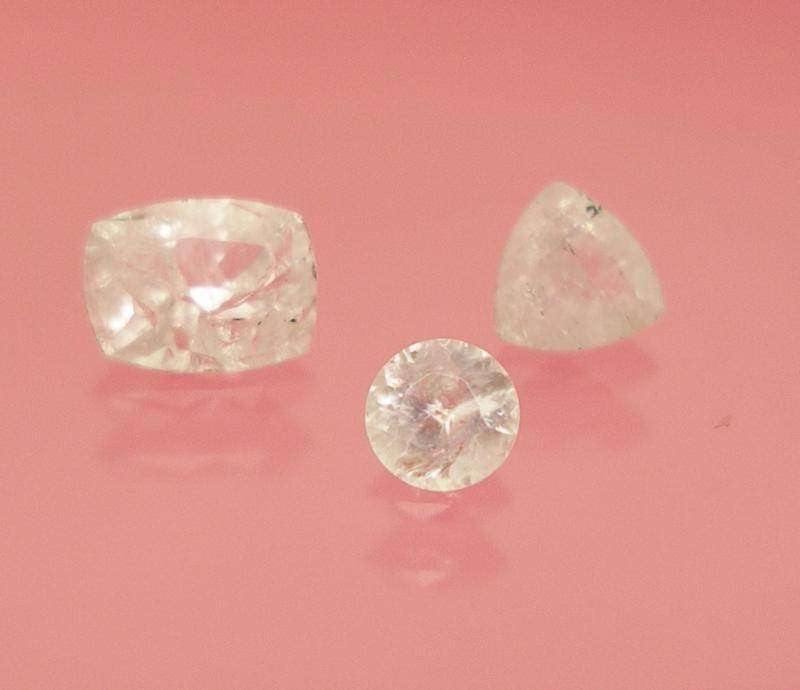 Aragonite facetted 4 mm, Spain