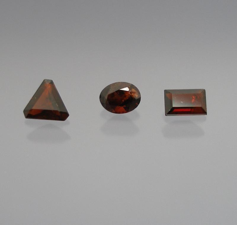 Staurolite facetted 4 mm, Brazil