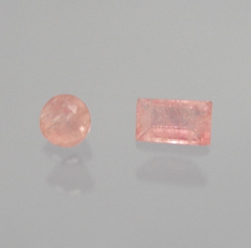 Tugtupite facetted 4x3 mm, Greenland, DK