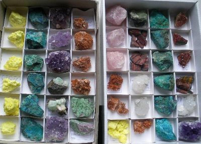 Mixed minerals from worldwide locations, 10 flats