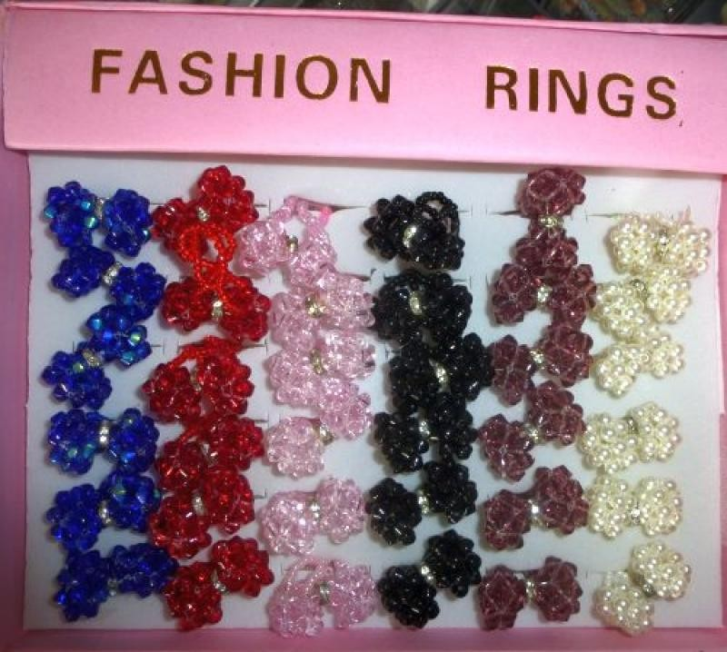 Rings made of colourful acylic, set of 16 pieces in different colours