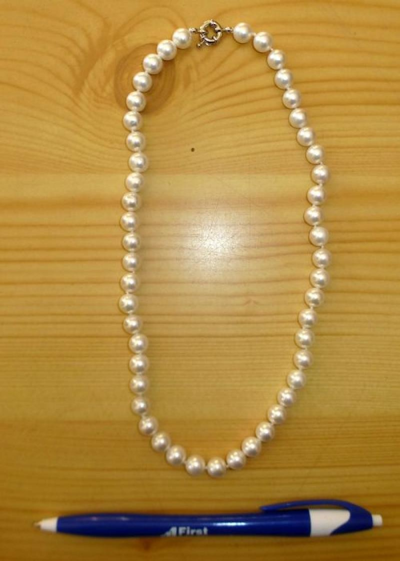Necklace with 8 mm nacre spheres, 45 cm long, 1 piece
