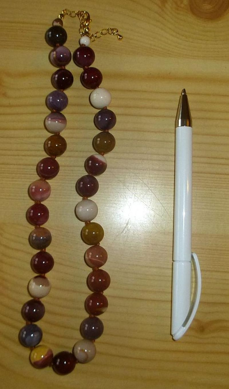Necklace with 12 mm mookaite spheres, 45 cm long, 1 piece