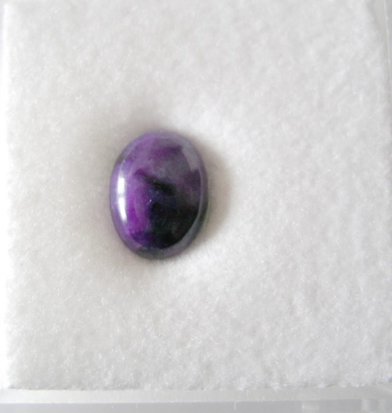 Sugilite cabochon 7 mm, South Africa