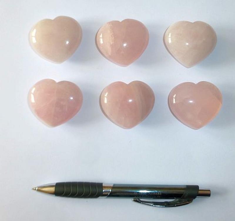 Heart made of rosequartz, untreated, app. 4 cm, 10 pieces
