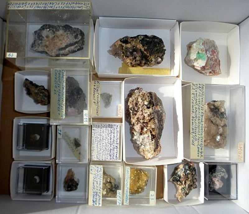 Tsumeb minerals from the Karl-Heinz Tausend collection, 1 flat with 18 specimen