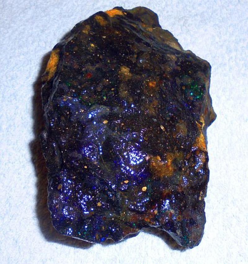 Opal, black gem opal, Honduras, 100 kg