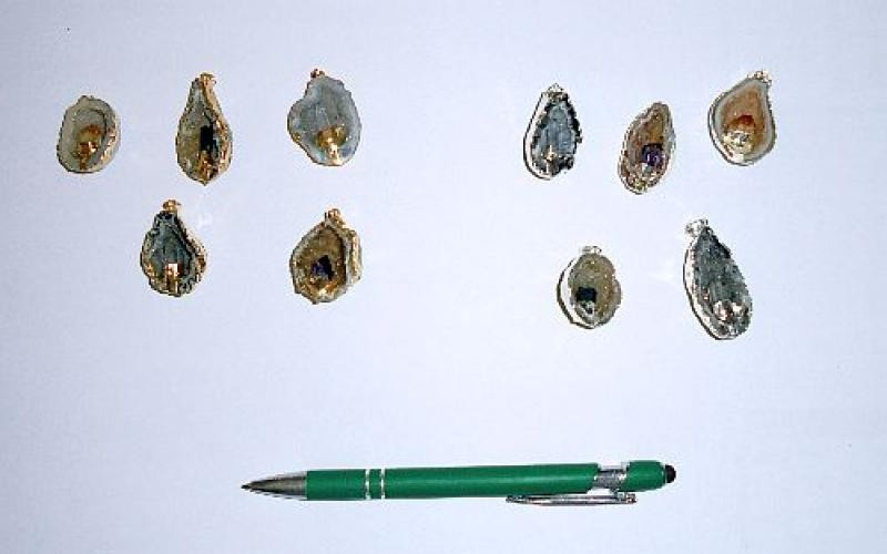 Geode (half) with amethyst crystal, electroplated (golden/silver), pendant, 10 pieces