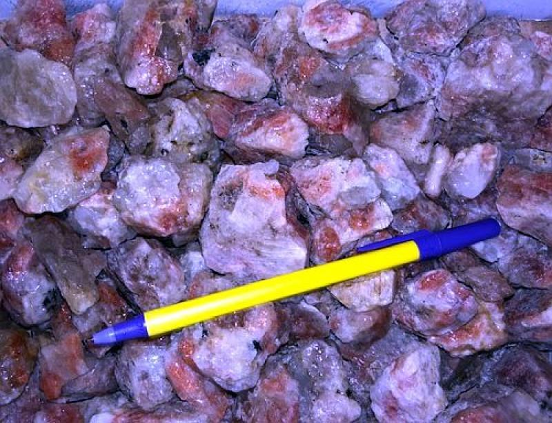 Sunstone with matrix (orange moonstone, oligoclase) Tanzania, 100 kg