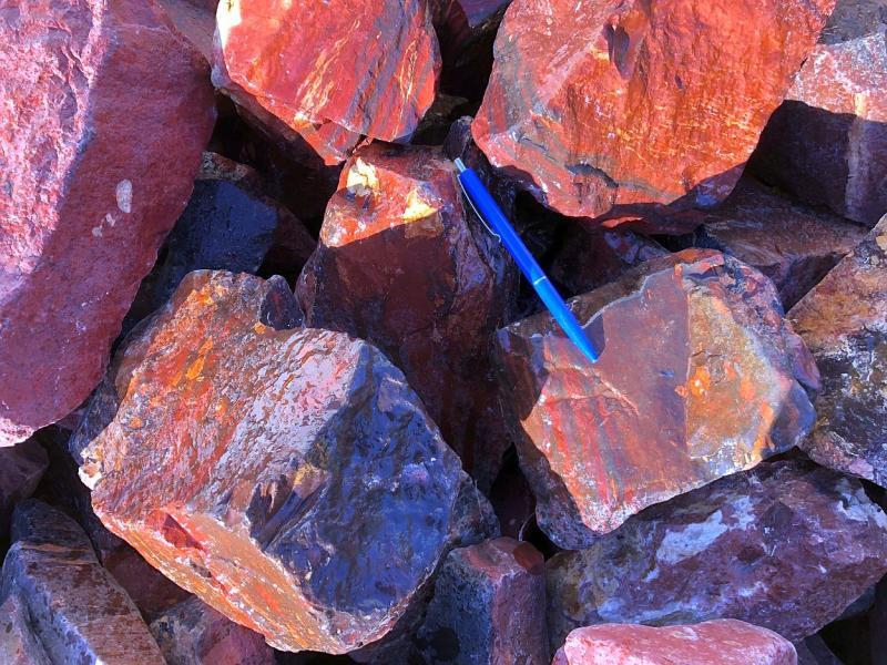 Jaspis (Jasper), red, Namibia, 100 kg