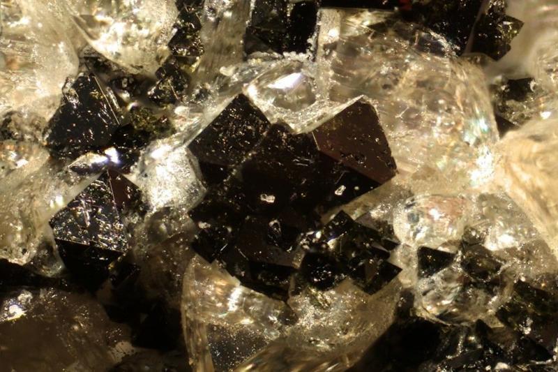 Ferropericlase xx; San Vito Quarry, Vesuvius, I; MM