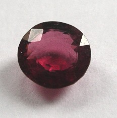 Rhodolite (Garnet) facetted 7 mm, Sri Lanka