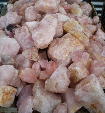 Rosequartz, larger pieces, Madagascar, 100 kg